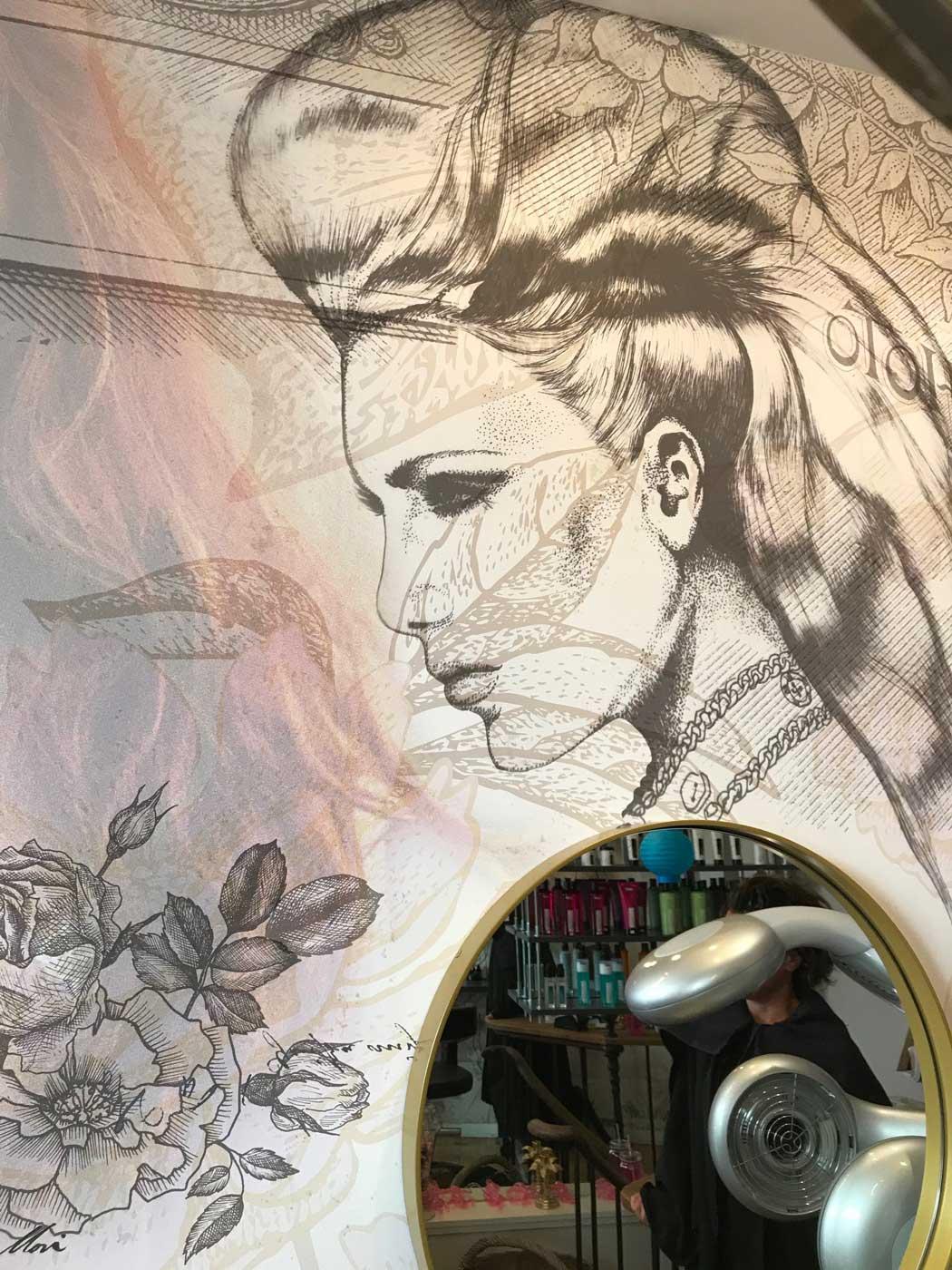 Le Salon de Sophie, Toile imprimée, collée directement au mur. Posé par nos soins.