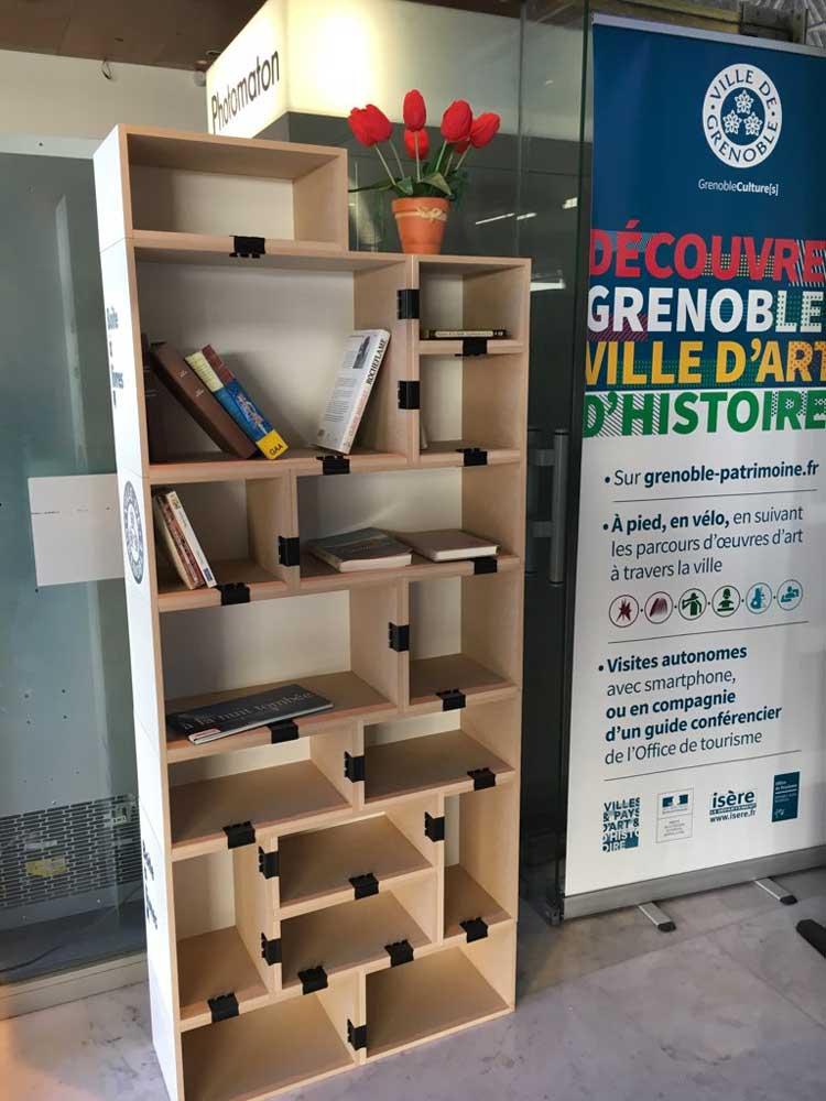 une boîte à livres où il est possible de déposer ses livres ou en prendre d'autres gratuitement.