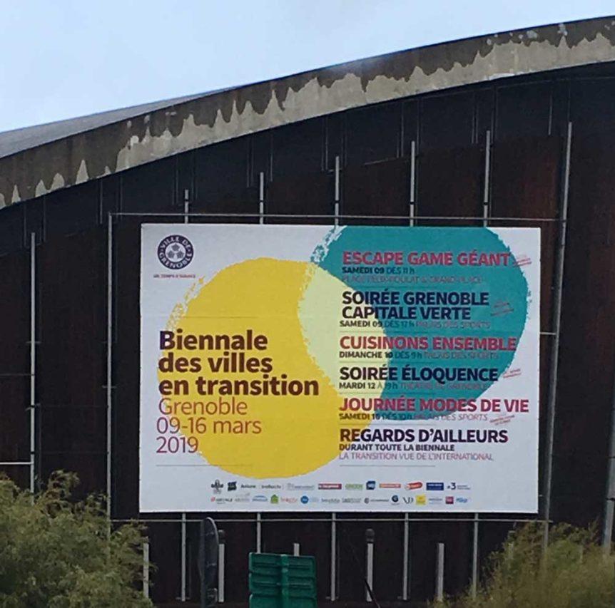Bâche grand format en impression numérique pour la biennale de Grenoble. Assemblage de deux lés par soudure.
